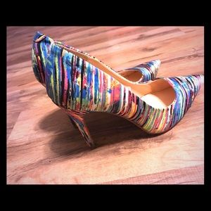 Size 7 multi-colored striped heals